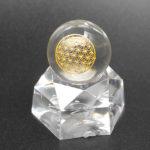 フラワーオブライフ・スフィア(丸玉)は水晶玉と神聖幾何学模様の組み合わせ